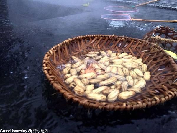 宜蘭三星 清水地熱~現場有在賣紅仁的雞蛋~一籠六十元~還借竹蔞~煮蛋很方便喔~宜蘭旅遊趴趴走~宜蘭民宿葛瑞絲~