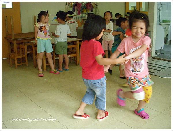 跟好朋友一起跳舞.JPG