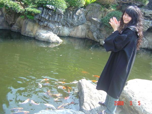王淳瑩叫我拍手,說魚就會過來= =..妝效為.