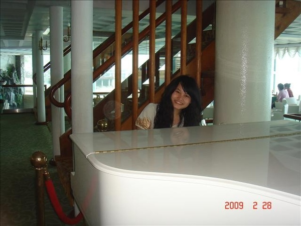 假裝在彈琴