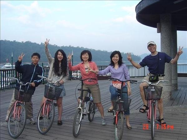 騎腳踏車去