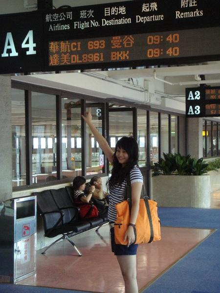 我ㄇ搭華航CI 693 9:40出發