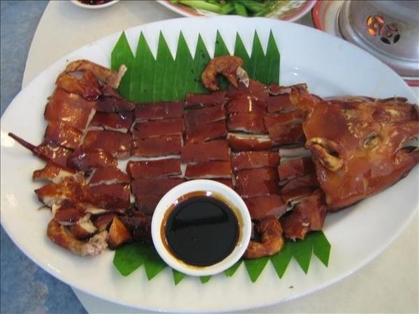 中餐吃烤乳豬