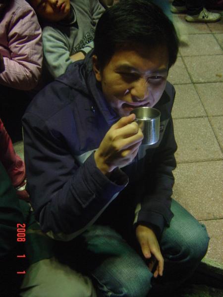 因為很冷所以喝9:1=水:酒的高粱