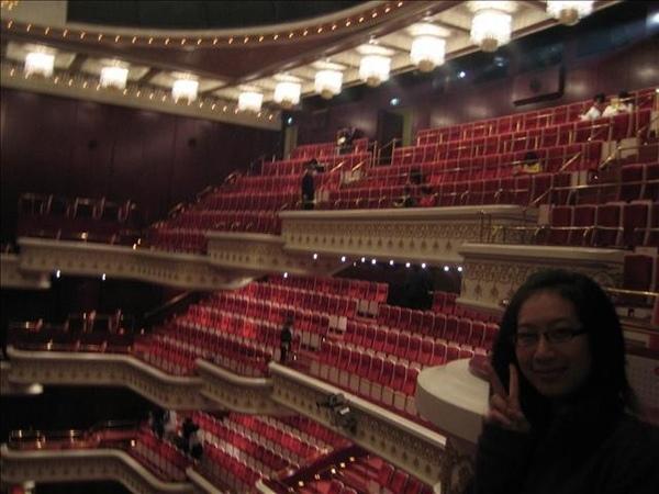 這是開啟我跟淳瑩舞台劇的門窗