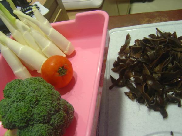 筊白筍+黑木耳+番茄+花椰菜
