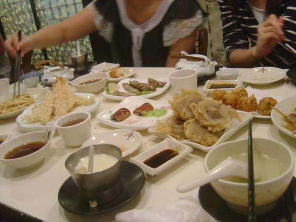 滿桌的料理
