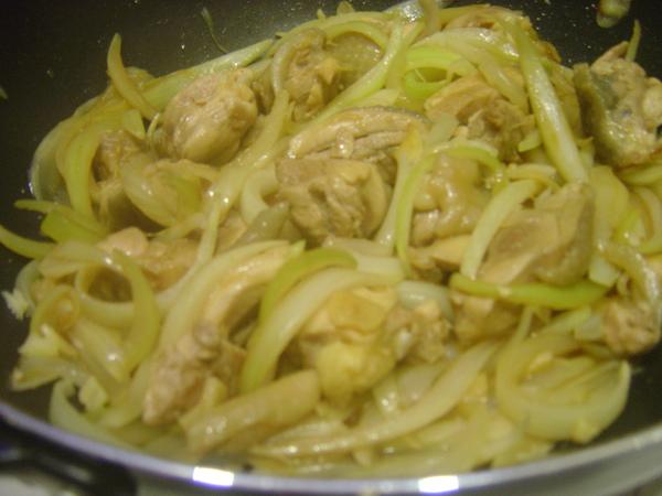 洋蔥燒雞腿