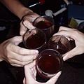 舉杯,敬我們的友誼