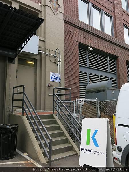 Kaplan側門(學生出入口)