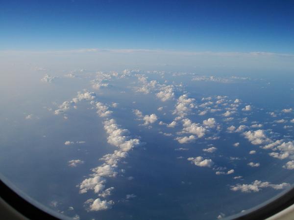 很像假的雲