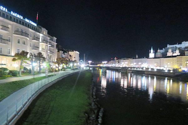 薩爾茲河夜景 (2).JPG