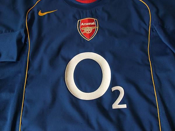 Arsenal 200910客場--胸前