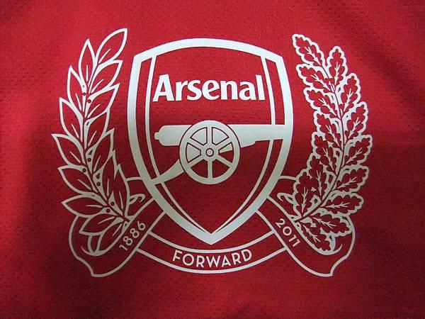Arsenal 201112主場--125周年隊徽