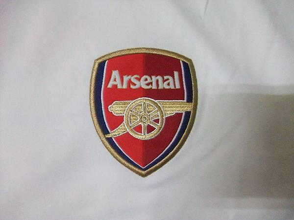 Arsenal 201112 Training White - 隊徽.JPG