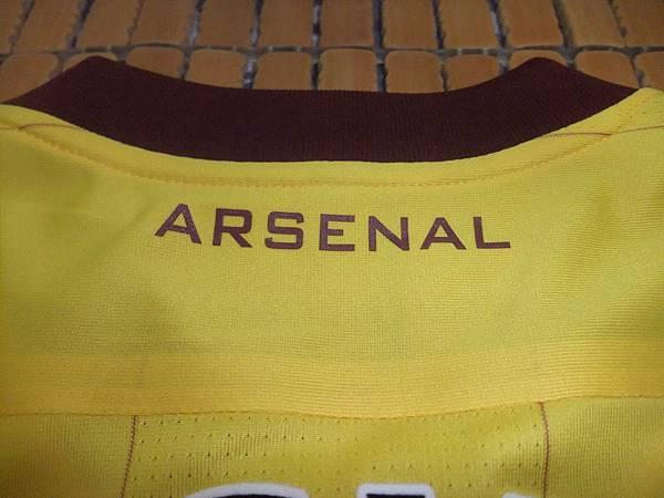 Arsenal 201213 Third--後領.JPG