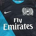 Arsenal 201112歐冠客場球員版--胸前.JPG