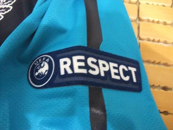 Arsenal 201112歐冠客場球員版--Respect章.JPG