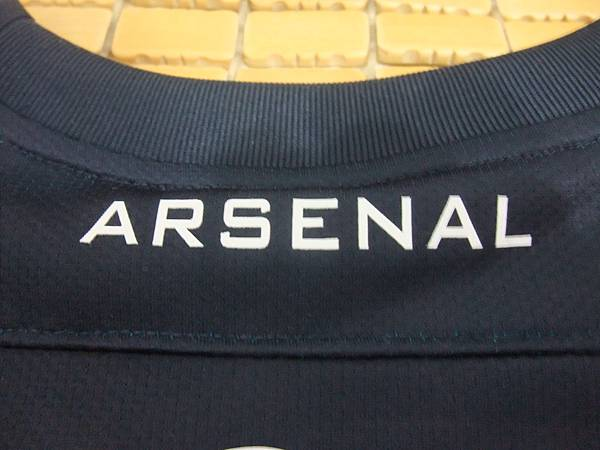 Arsenal 201112歐冠客場球員版--後領.JPG