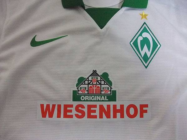 Werder Bremen 2013-14 Away--胸前.JPG