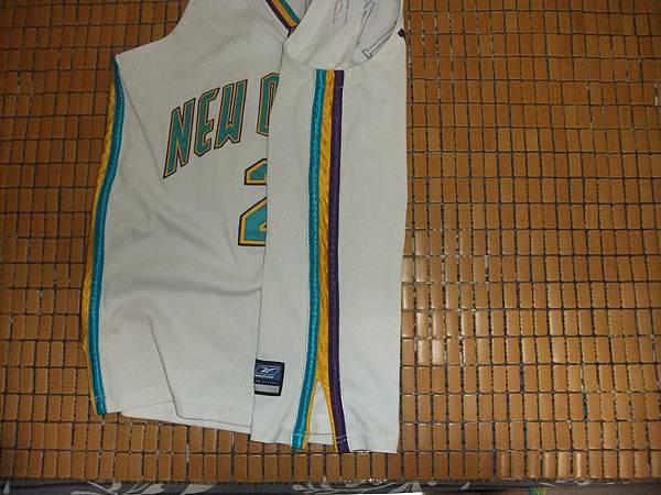 New Orleans Hornets 200205 (H) - 側邊.JPG