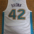P.J. Brown紐澳良黃蜂主場Replica--改衣後背面.JPG