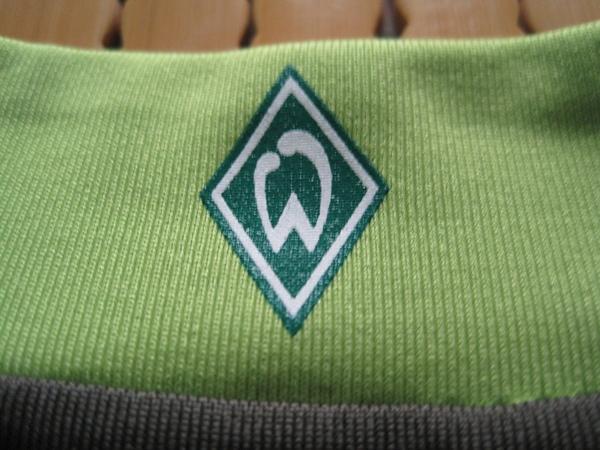 Werder Bremen 2007-08第二客場--領口上的隊徽.JPG