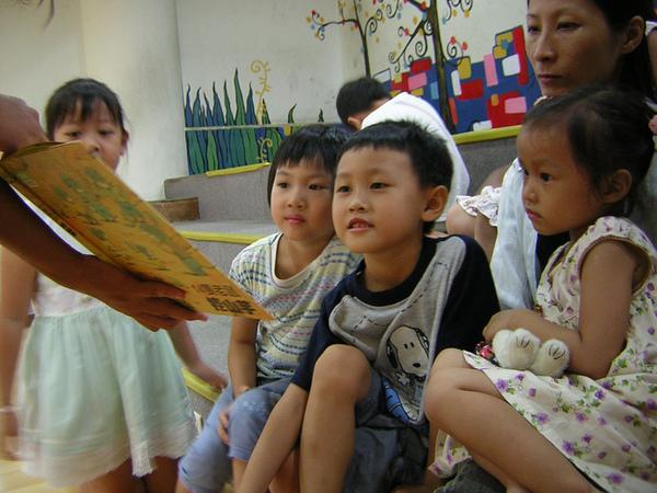 96.8.11十四隻老鼠挖山芋 (9).JPG