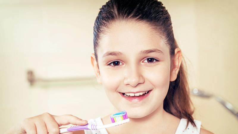 刷牙迷思, 牙周病、齲病、蛀牙, 肺炎, 口腔細菌, 病菌停留肺部, 肺積水, 牙菌斑牙齦炎, 舌根部, 食物殘渣, 綠果報導, 牙線使用, 吃完糖漱口, 吃完糖不刷牙, 吃糖蛀牙, 睡前不刷牙, 用漱口水就不用刷牙, 牙刷要用軟的還是硬的, 蛀牙怎麼來的, 貝式刷牙