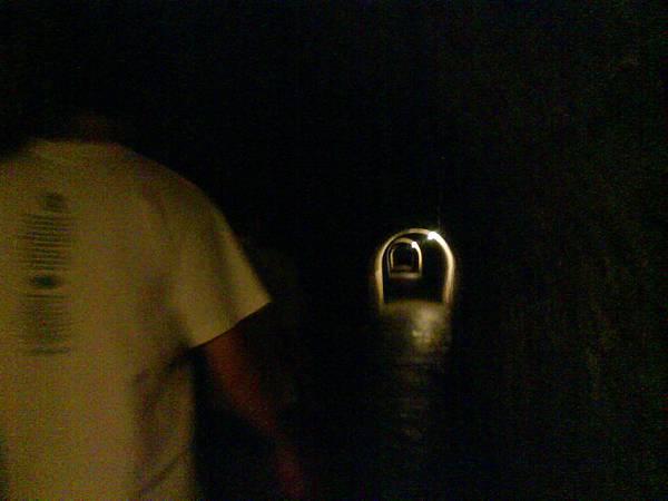 隧道還蠻長的