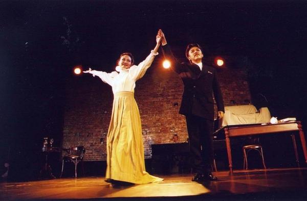 世界劇場 III -- 將你的手心放在我的手心