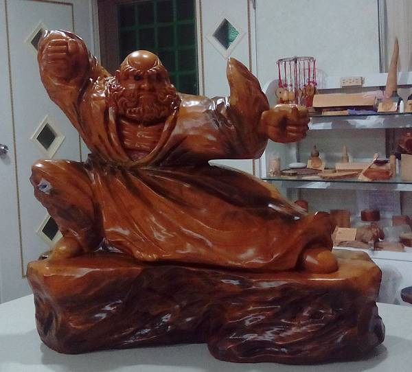 溫潤上等的原木...精湛的雕刻工藝...成就最具收藏價值的木雕擺件---達摩
