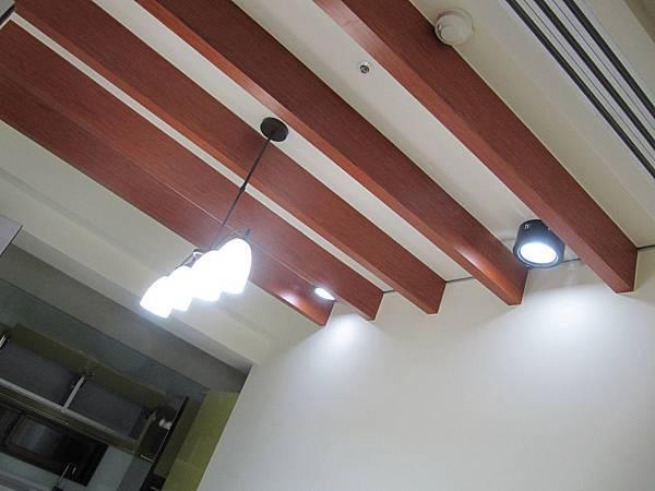 餐廳鄉村風天花板