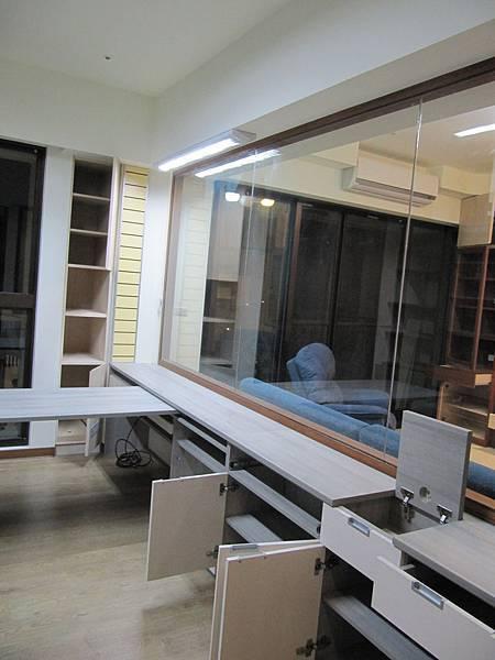 書房+可以移動的書桌