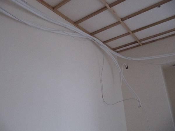 主臥冷氣管線,一根通往書房
