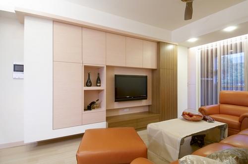 客廳電視牆裝電視牆面需做大