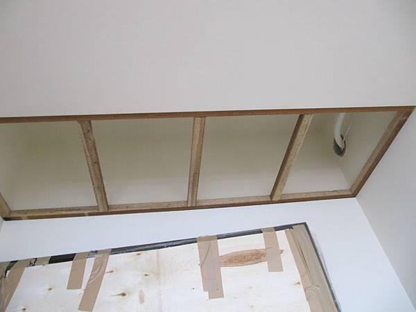 玄關天花板錠角材