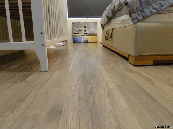 白橡木超耐磨地板.jpg