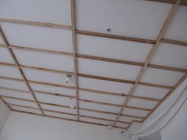 主臥隔音天花板第一層角材