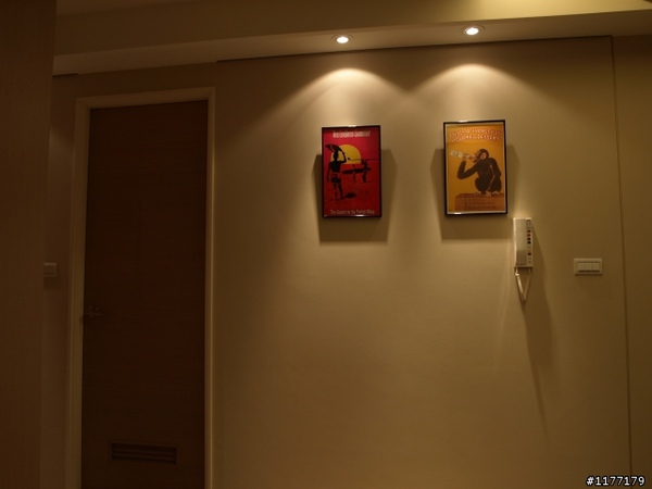 藤色走廊牆壁.jpg