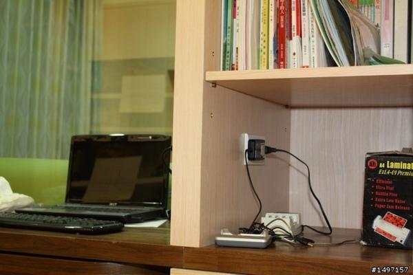 座充充電器的放置空間至於書房書櫃與主臥電視牆