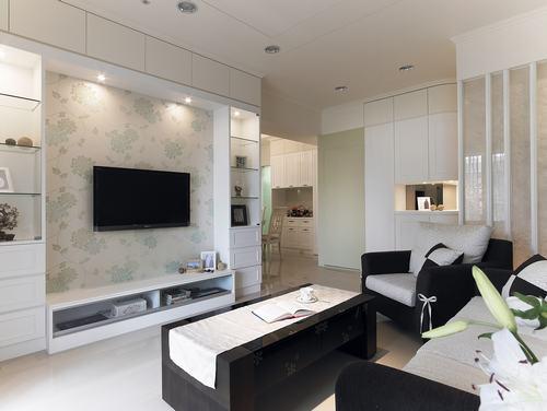 客廳電視牆裝電視牆面需做大且被面需造型