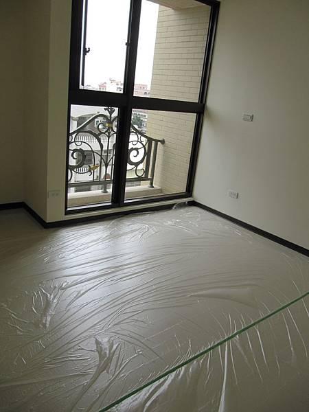 主臥地板保護