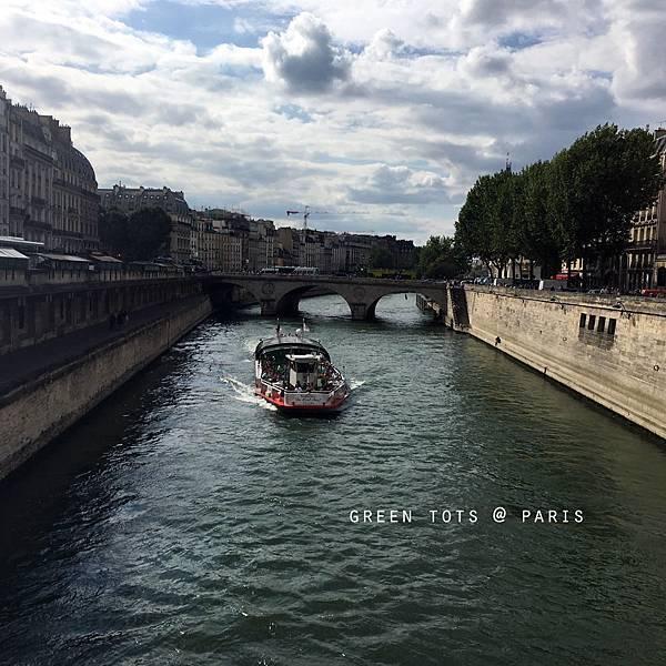 river seine boat ride.jpg