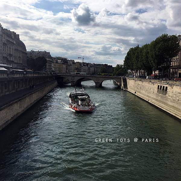 river seine boat ride.jpg
