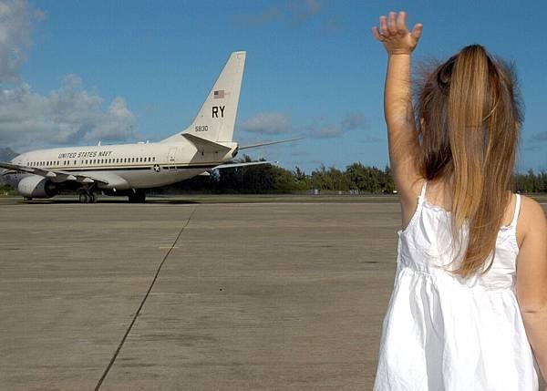 child-waving-goodbye-595429_960_720.jpg