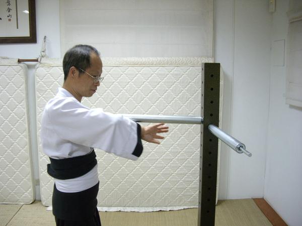 200904黃師兄鐵臂樁.JPG