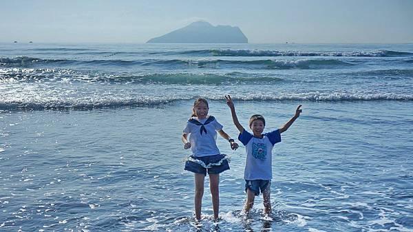 龜山島前快樂的跳躍!