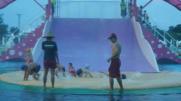 溜滑梯滑水道