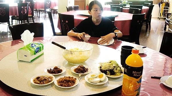 雙禾民宿早餐,清粥小菜+吐司